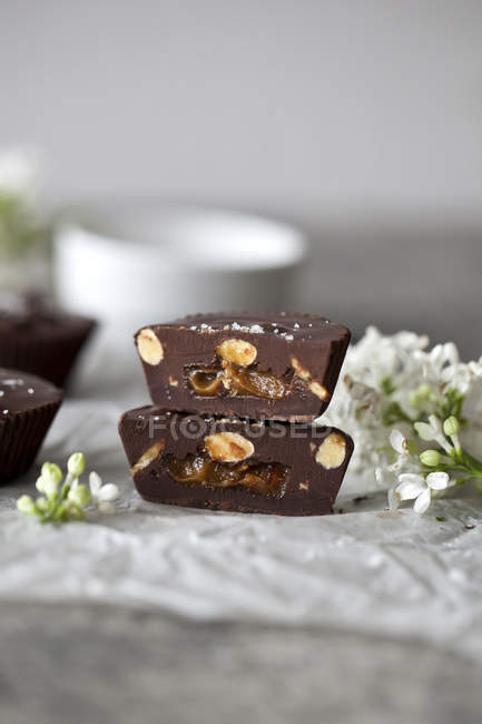 Chocolate cups filled with caramel — Stock Photo