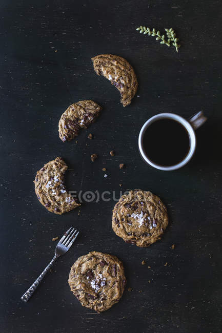 Chocolate cookies and cup of coffee — Stock Photo