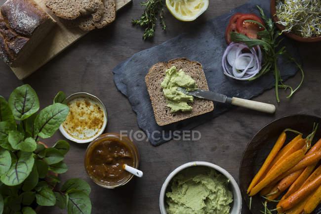 Preparing vegan sandwiches for picnic — Stock Photo
