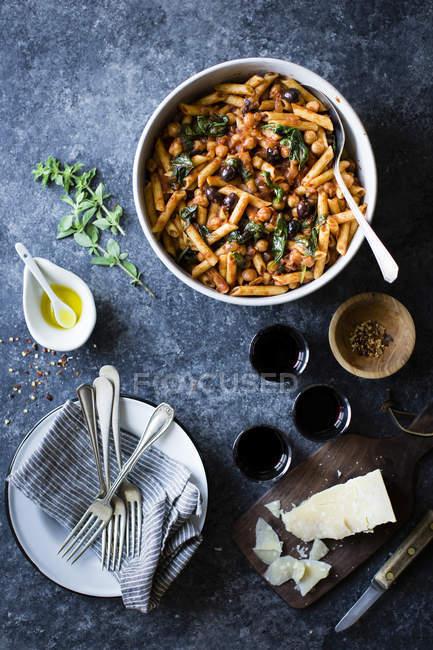 Kichererbsen-Spinat-Nudeln — Stockfoto