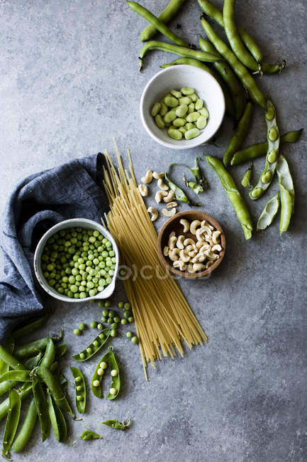 Ingredients for spring vegetable pasta — Stock Photo