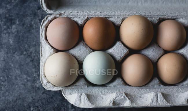 Различные цветные яйца — стоковое фото
