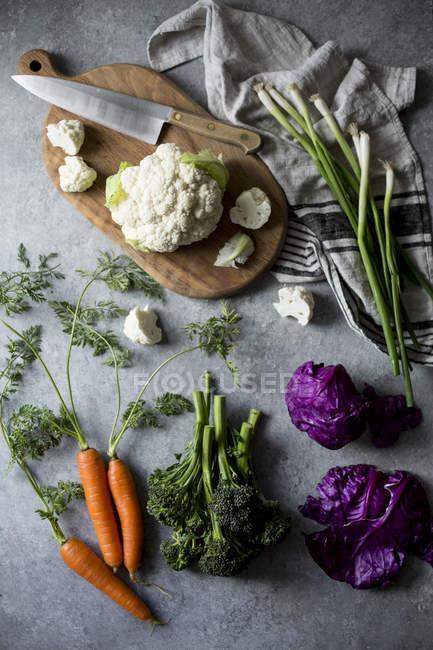 Hortalizas orgánicas crudas - foto de stock