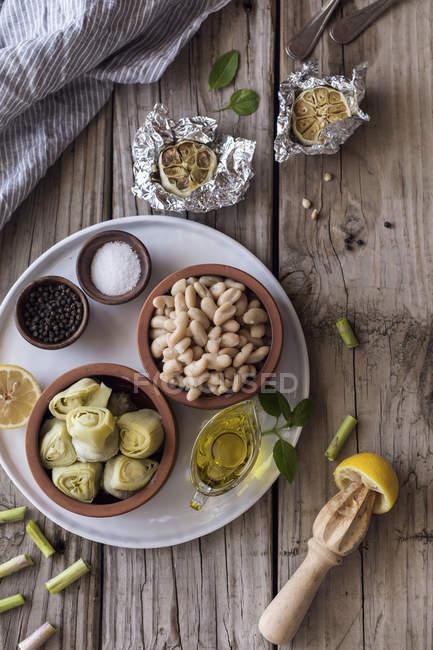 Ingredients for bean and artichoke aioli dip — Stock Photo