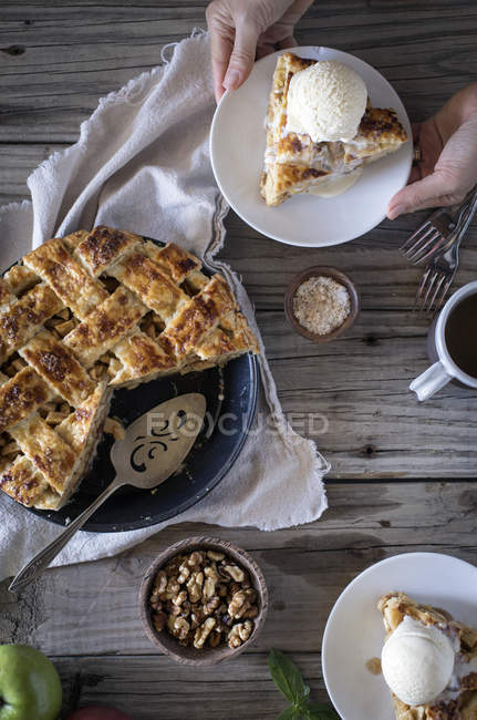 Male hands holding slice of caramel pie — Stock Photo