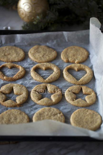 Baking homemade linzer cookies — Fotografia de Stock