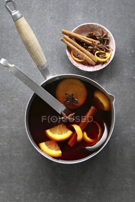 Пройняті вино з цитрусових — стокове фото