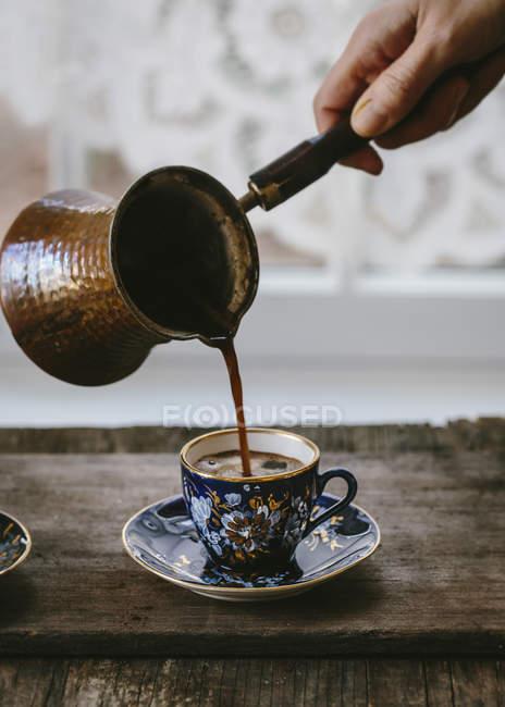 Preparazione del caffè turco — Foto stock