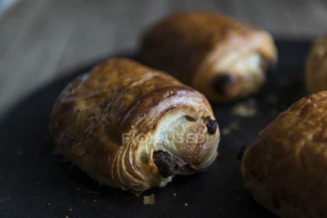 Круассаны с шоколадом — стоковое фото