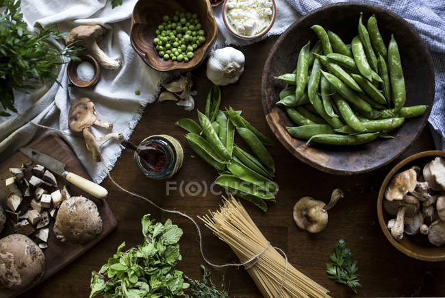 Ingredients for Creamy Mushroom Pasta — Stock Photo