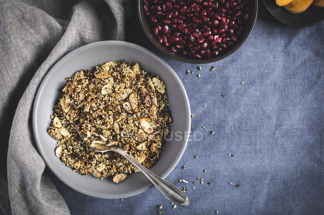 Semi di quinoa Crunch e melograno — Foto stock