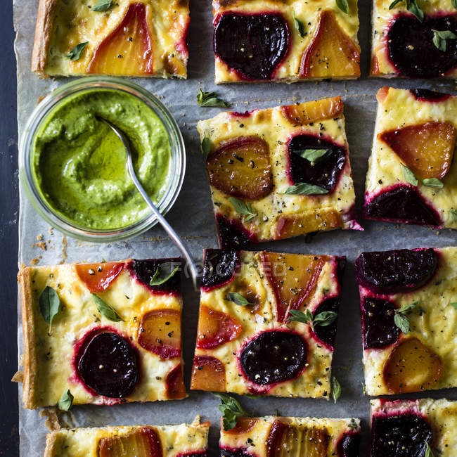 Beetroot ricotta cheese tart — Stock Photo