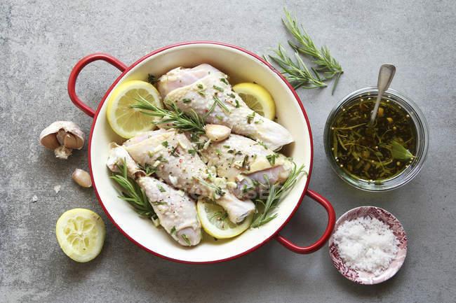 Coscette di pollo marinate — Foto stock
