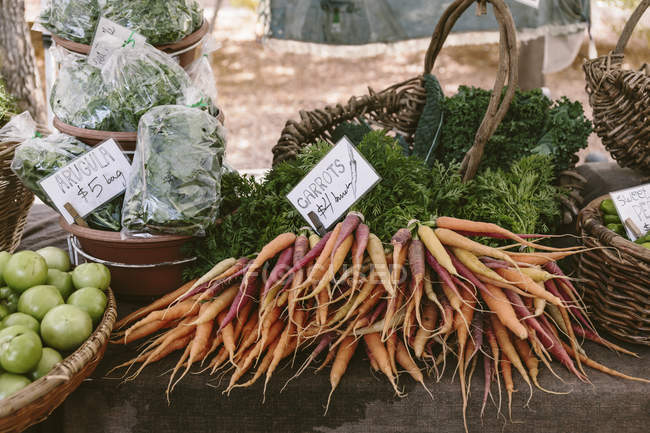 Fresh carrots at farmers market — Stock Photo