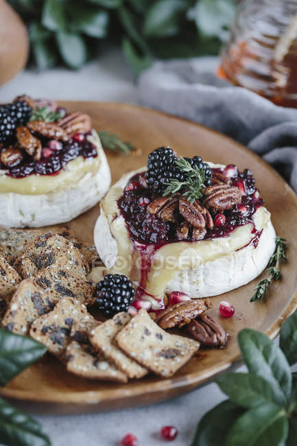 Baked Brie with Blackberry Compote — Stock Photo