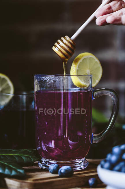 Honey-Sweetened Blueberry Hot Toddy — Stock Photo