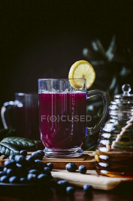Miel sucré Blueberry Hot Toddy — Photo de stock