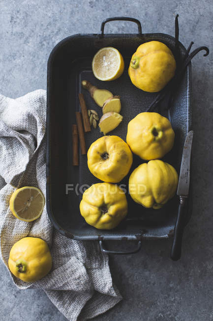 Raw Quince Fruits — Stock Photo