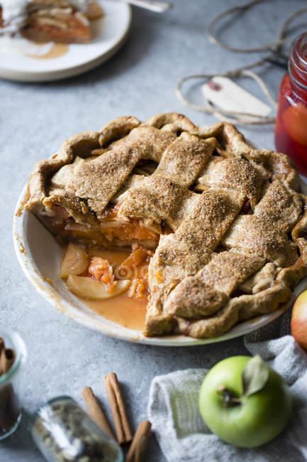 Torta della grata Apple e mele cotogne — Foto stock