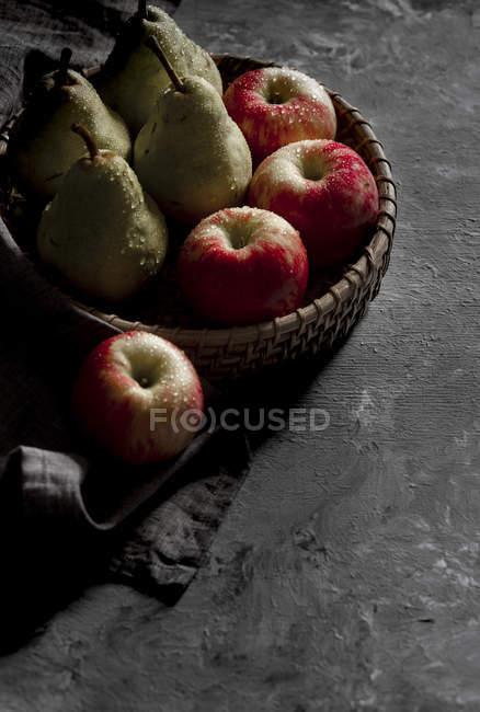 Peras e maçãs — Fotografia de Stock