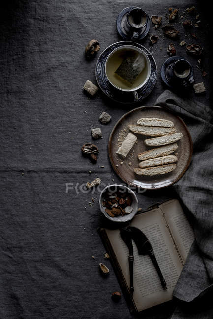 Biscotti biscuits and tea — Stock Photo