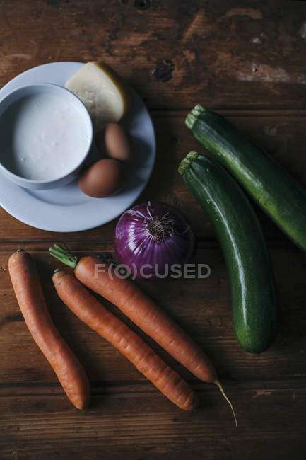 Vegetables with eggs and cheese — Stock Photo
