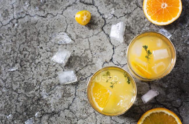 Cocktails mit Orangensaft — Stockfoto