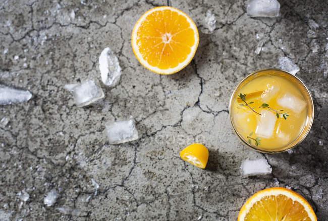 Cocktail mit Orangensaft — Stockfoto