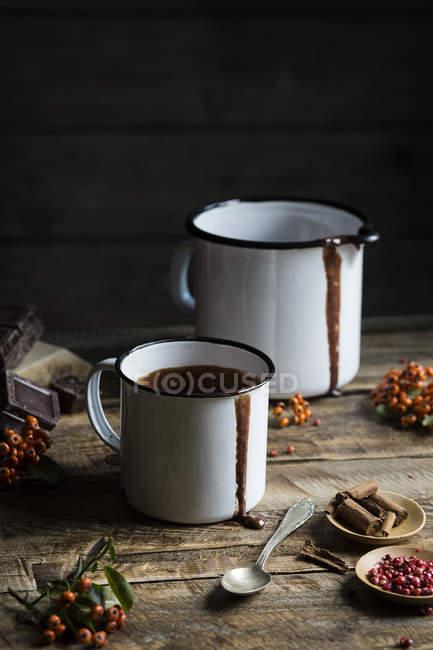 Becher mit heißer Schokolade — Stockfoto