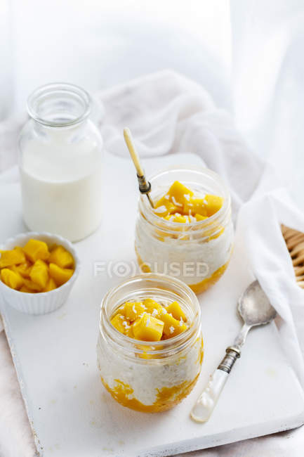 Mango coconut overnight oats — Stock Photo