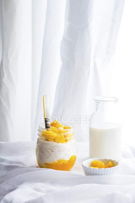 Avena durante la notte di mango cocco — Foto stock