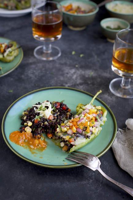 Peperoni arrosto di riso nero — Foto stock