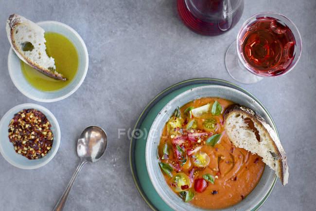 Zuppa di pomodoro arrosto alle erbe — Foto stock