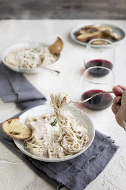 Gorgonzola Molho Pesto sobre o macarrão — Fotografia de Stock