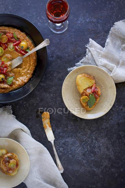 Pesto de basilic tomate caramélisée — Photo de stock