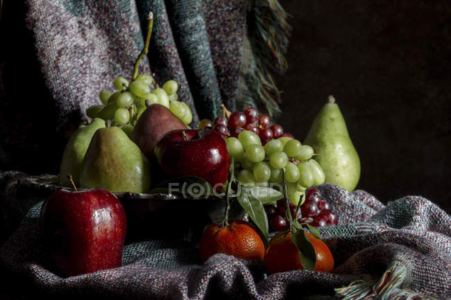 Fruits on tray with woven blanket — Stock Photo