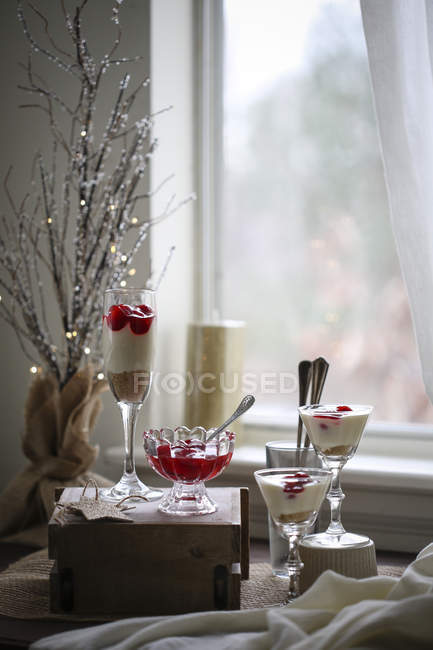 Cherry cheesecake shooters — Stock Photo