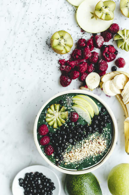 Green smoothie with avocado and spirulina — Stock Photo