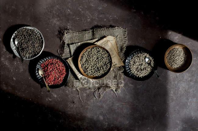 Spanischen roten und schwarzen Pfeffer — Stockfoto