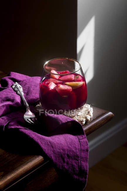 Red Sangria in glass — Fotografia de Stock