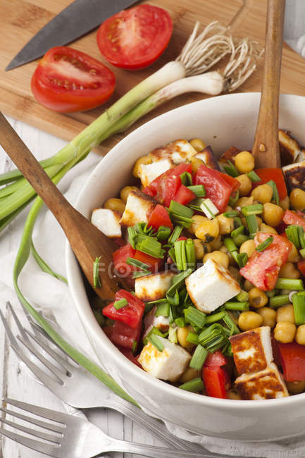 Fresh salad with tomatoes — Stock Photo