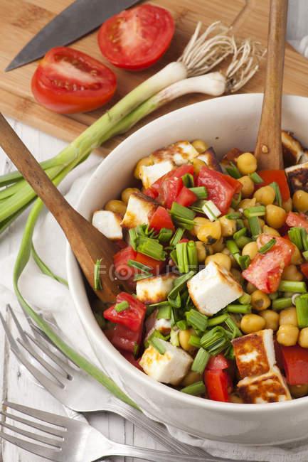 Salada fresca com tomates — Fotografia de Stock