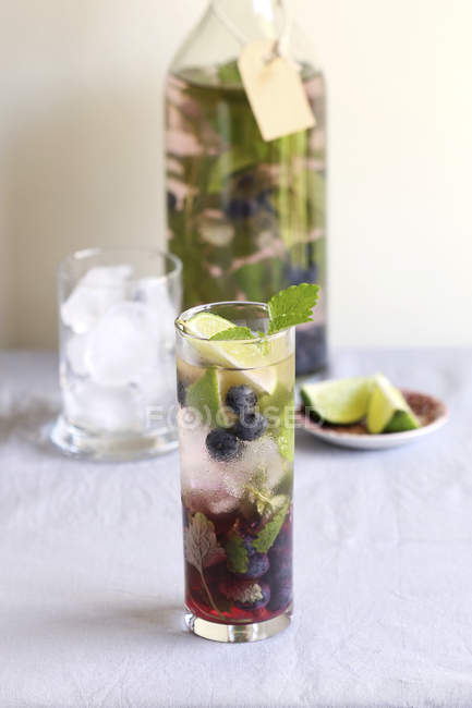 Blueberry infused water and fresh mint — Stock Photo