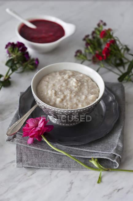 Миндальное молоко рисовый пудинг — стоковое фото