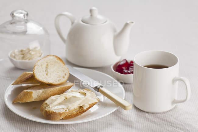 Сніданок з чай і закуски — стокове фото