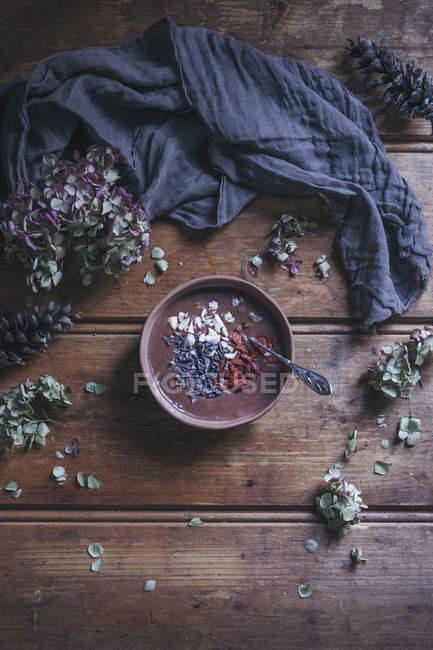 Чашка шоколадного смузи — стоковое фото