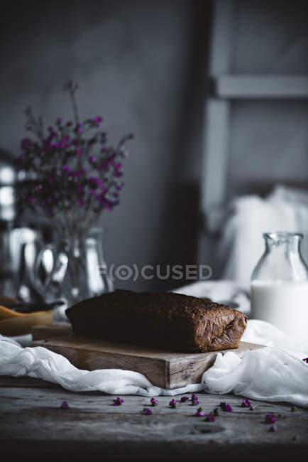 Bolo fresco assado — Fotografia de Stock