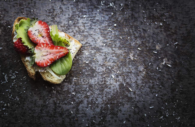 Slice of bread with strawberries — Stock Photo