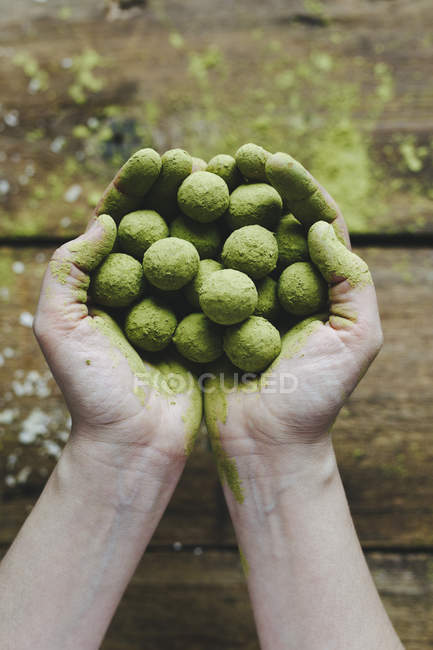 Green matcha energy balls — Stock Photo