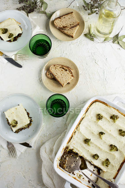 Black Lentil and Broccoli Pie — Stock Photo